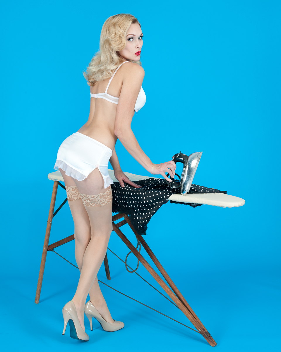Holley Dorrough Pinup 11-12-11-235.jpg