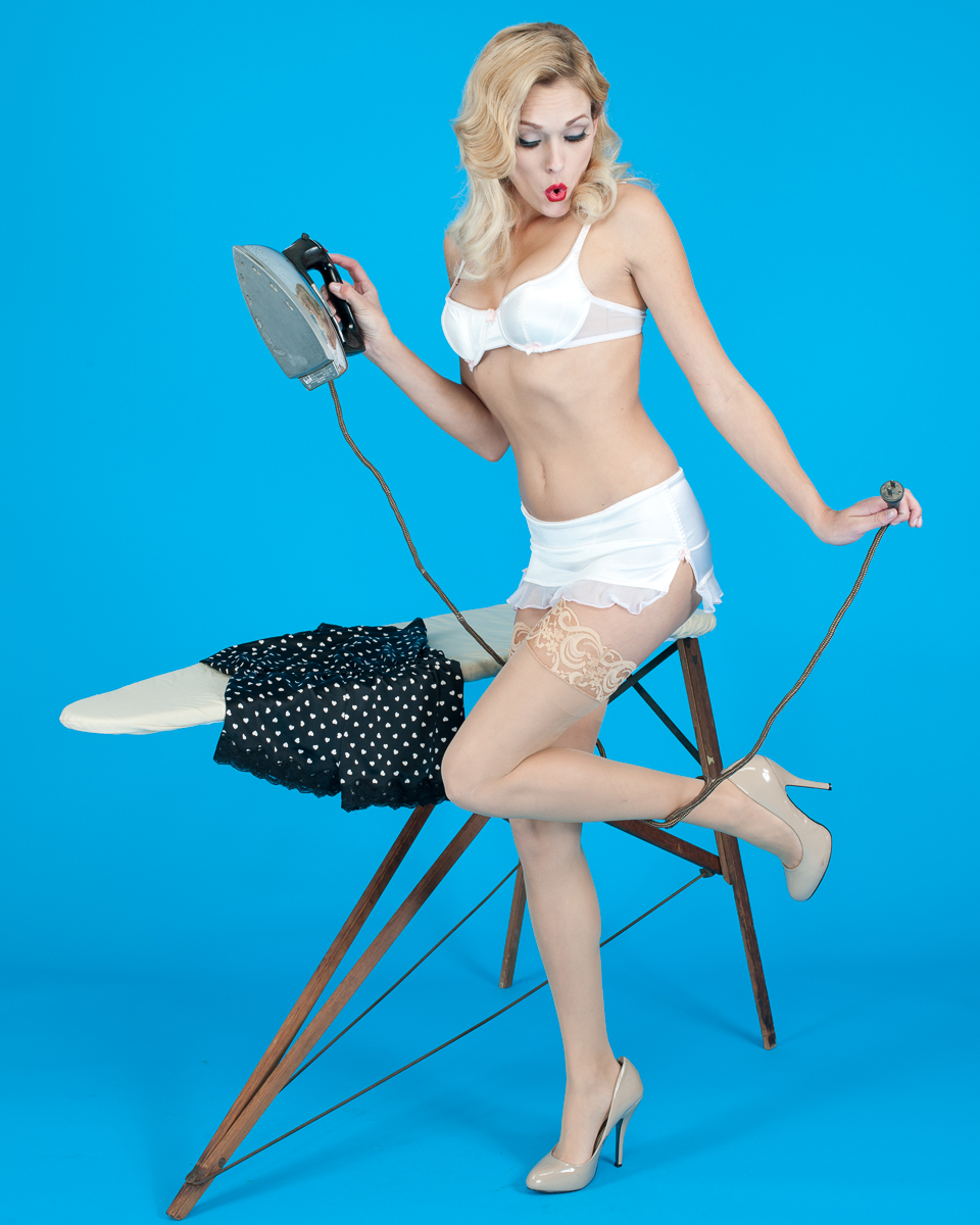 Holley Dorrough Pinup 11-12-11-396.jpg
